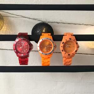 Sjukt coola klockor som spicear upp vilken outfit som helst! Alla tre är i fint skick och fungerande. 30kr/st eller alla för 60kr