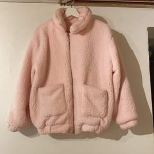 Rosa jacka i storlek xxs-xs-s. Använd en gång