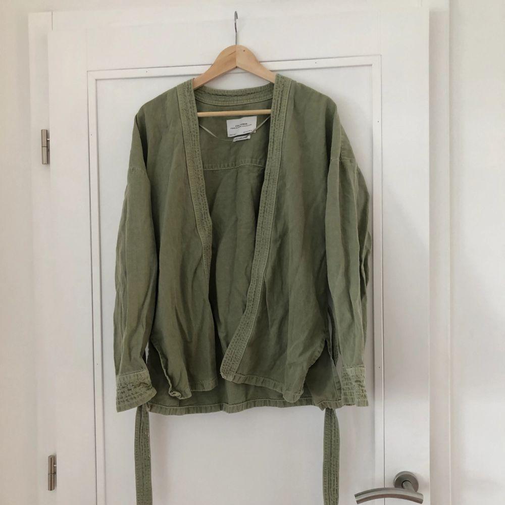 Snygg blazer i jeanstyg från Zara 🥰 eventuell frakt står köparen för 🌼. Jackor.