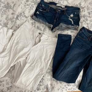 PAKETPRIS abercrombie jeans, w28/L31, abercrombie shorts, w28 och ett par mango skitsnygga utsvängda vita jeans 38. För små för mig.