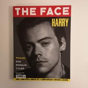 *UTSÅLD ÖVERALLT *                                                        -I nyskick - råkade beställa två stycken av misstag*                                                        Harry Styles pryder omslaget till The Face Magazine! Höstutgåvan 2019. Exklusiv intervju som innehåller flera foton av Harry Styles, mode och andra kändisar. Köparen står för frakt! ✨
