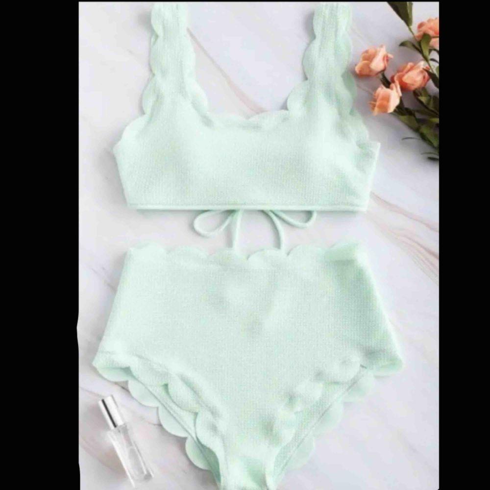 Supersnygg pastellgrön bikini från Zaful. Köpt här på plick men passade tyvärr inte mig://  står storlek M men skulle mer säga storlek S aldrig andvänd. Övrigt.