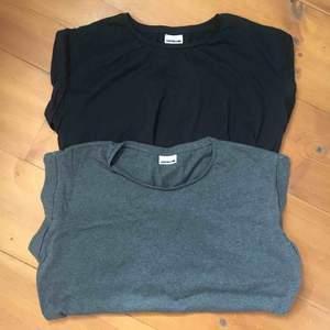 Två länge t-shirts som antingen kan användas som topp eller klänning. Fint skick! 100kr/st eller båda för 150kr. Frakt står köparen för och ligger på ca 50kr