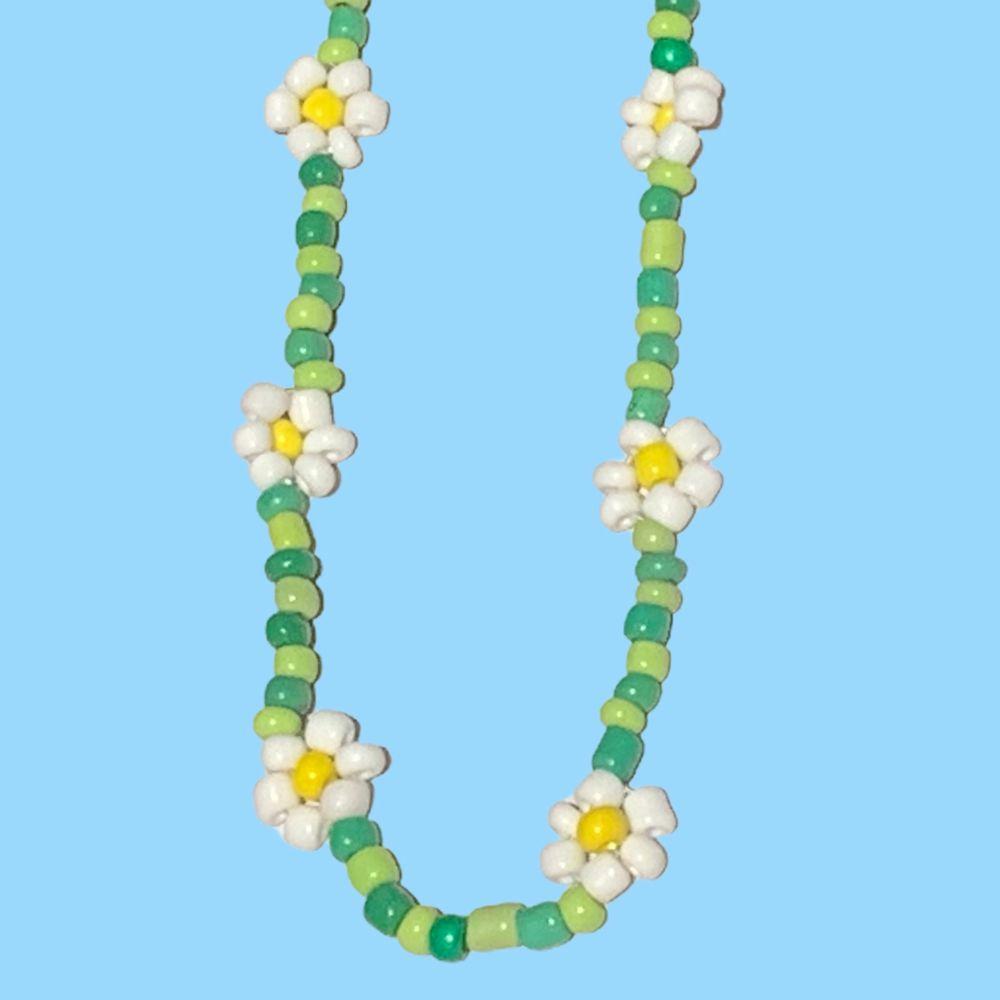 Nya pärlhalsband gjorda av glaspärlor  Pris: 85kr styck  Skriv för mer info . Accessoarer.