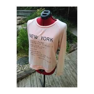 Mjuk och mysig tröja från Maison Scotch i blekrosa Size 2, passar som M