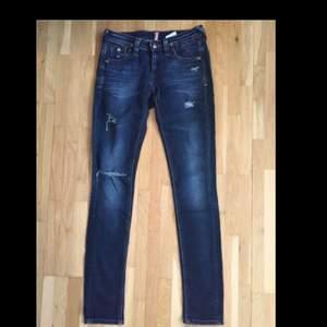 SÅ snygga Tommy Hilfiger Jeans. Använda Max två gånger, nästintill nyskick!!