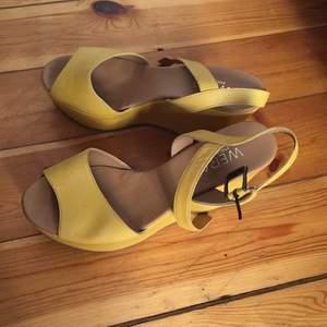 Snygga skor från Wera. Använda på studenten endast så är i nyskick.