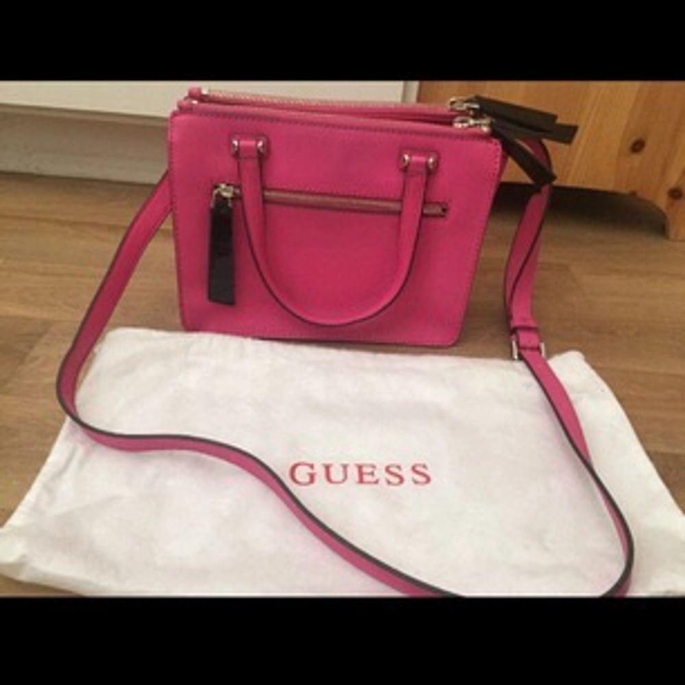 Äkta Guess väska! Använd ett fåtal gånger. Väskor.