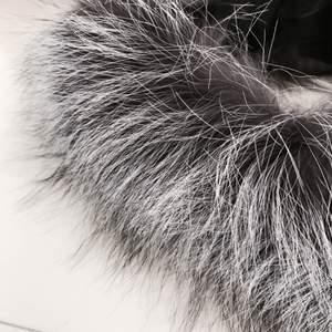 Vit, grå svart äkta pälskrage. Passar till diverse jackor. Helt ny