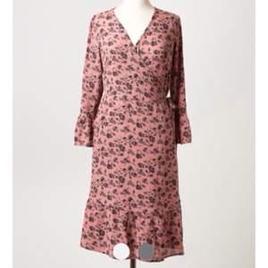 Ursnygg klänning från Indiska!  Prislapp kvar, inte ens provad.   Nypris 449 kr.