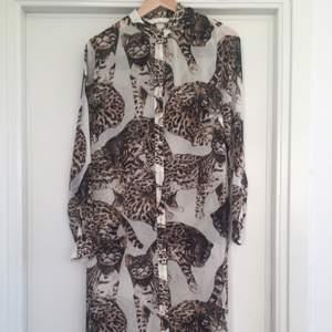 Helt oanvänd klänning/tunika från H&M concious. Superfin! Säljes pga för liten för mig.