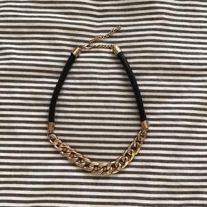 Gold and leather necklace från H&M