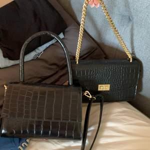 Väskor från NA-KD! Väska 1 är helt oanvänd & väska två använd en gång! 150kr st + frakt! 💋väska 2 SÅLD💋