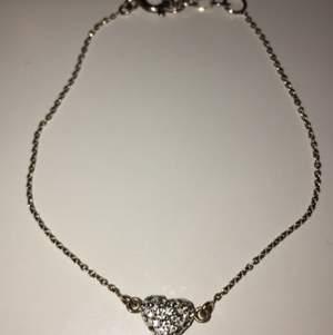 Armband i äkta silver som aldrig kommit till användning.  Köparen står för frakt.