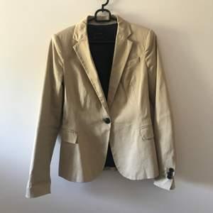 Superfin trendig blazer från Zara, jättefint skick. Priset är inkl frakt