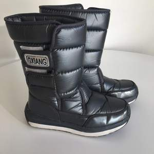 Winter boot, water proof with gray color