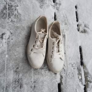 Gant sneakers stl 37. Jag säljer då de är för små, användes bara när jag tog studenten. 🌼