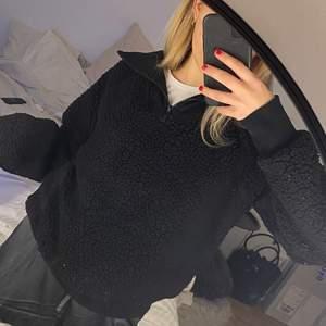 Jätte fin o varm Teddy tröja i jätte fint skick, passar Xs-S mindre M
