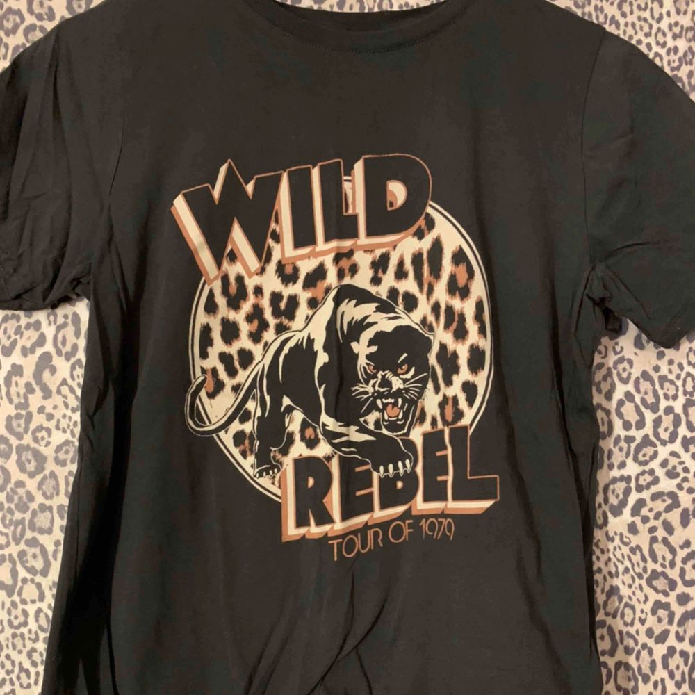 T-shirt från Gina Tricot som aldrig är använd. . T-shirts.