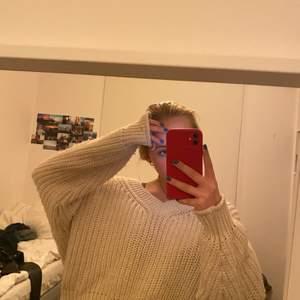 Stickad oversized tröja ifrån H&M storlek M! Budgivning!!!