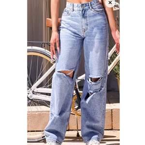 Boyfriend jeans från pretty Little thing. De är tyvärr lite för korta för mig(är 180 lång). De passar även för större storlekar då jag är en M/38. Du står för frakten