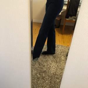 Asfina gant jeans som tyvärr blivit för stora på mig. De är w28/L32. Bara använda 1 gång! Priset går att diskutera