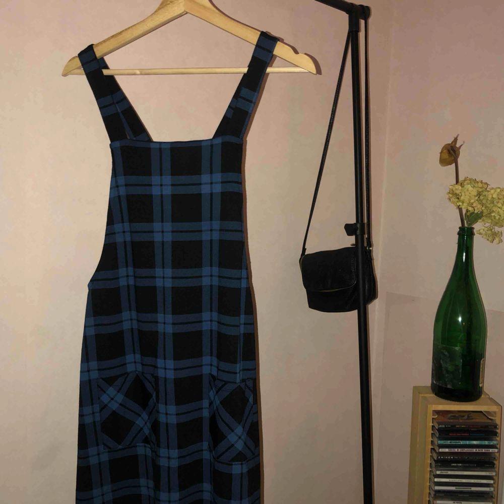 Blå klänning från Bik Bok, helt perfekt. 💙🥰 Kunden står för frakten. . Klänningar.