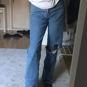säljer dessa jeans i modellen rowe från weekday som jag gjort hålet sj i, är 167, frakt tillkommer