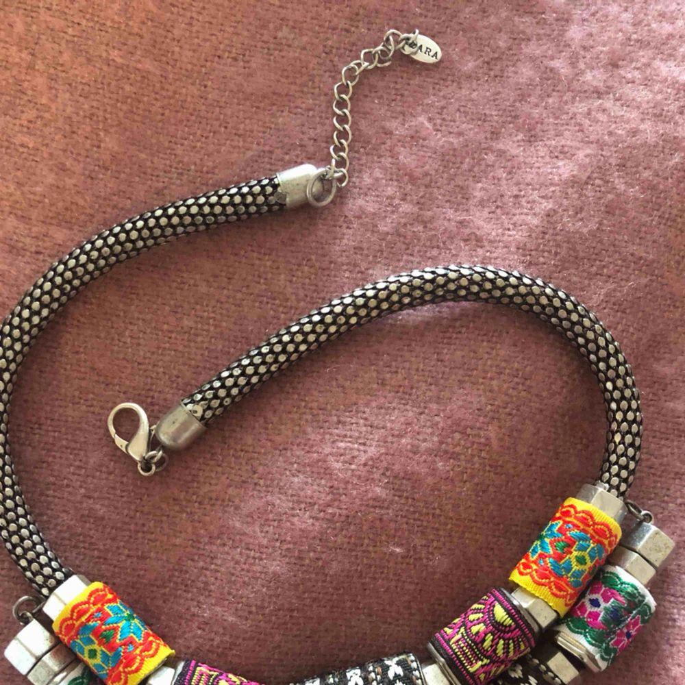 Snyggt och ovanligt halsband ✨ -Priset är inklusive frakt-. Accessoarer.