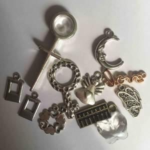 Berlocker som kan användas för tillverkning av egna smycken. 2 kr st eller 20 kr för alla.
