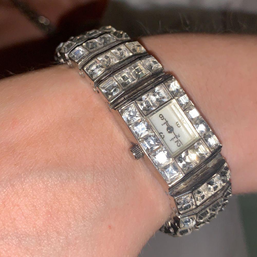 Super snygga accessoarer, klockan funkar tyvärr inte längre men går att fixa, funkar ändå som en fin detalj:).         Säljer dom för 89 kr styck. Accessoarer.