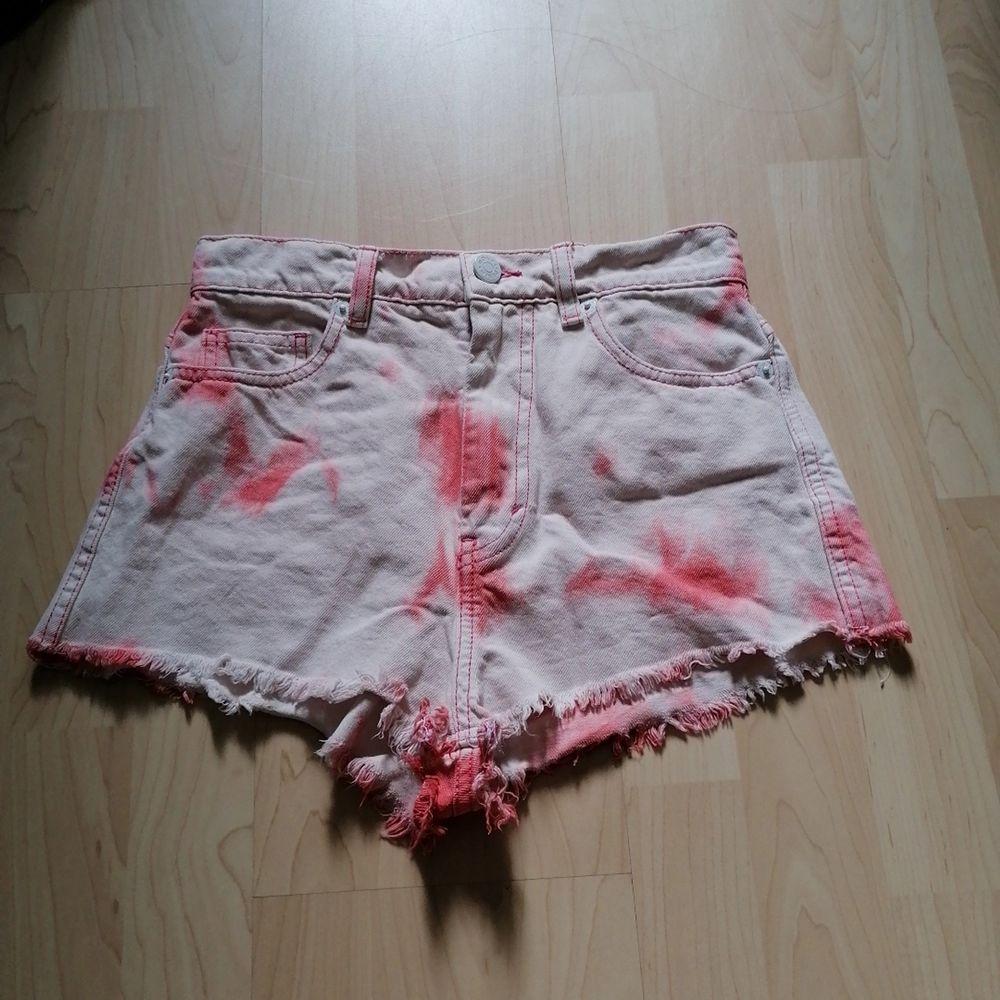Så fina shorts! Sitter så fint och är högmidjade och så sköna💖 används tyvär inte längre för är inte så stort fan av rosa💖. Shorts.