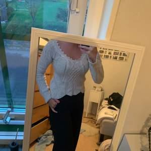 Såå fin stickad tröja från Oddmolly.  Knappt använd så i fint skick. Pris kan diskuteras. Möts gärna upp i Lund eller så står köparen för frakten.
