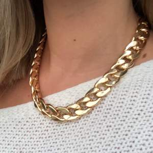 En guldkedja som är lite tjockare, kommer tyvärr inte till användning längre!😞💕 köpare står för frakt