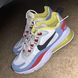 Supersnygga sneakers från Nike i fint skick