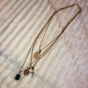 Guldhalsband från Shein! Används inte och där av väljer jag att sälja det.