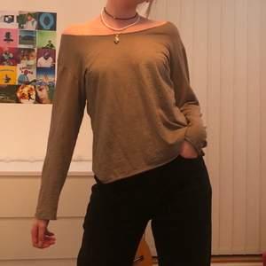 Beige enkel tröja:)