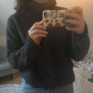 Stickad tröja från Esprit. Storlek L men passar S också