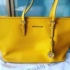 Totally new 100% brand Michael Kors bag. I bought it from NK and never used.