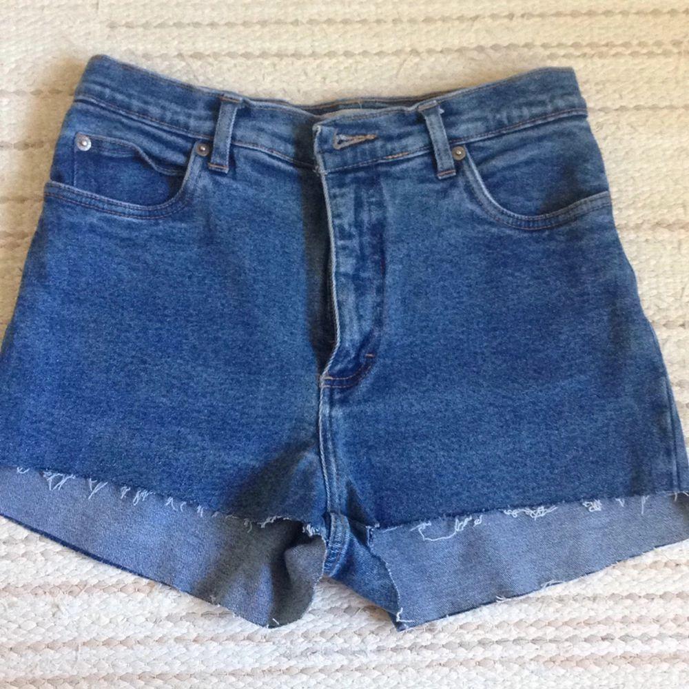 Skönare jeansshorts är svårt att hitta, bra skick . Shorts.