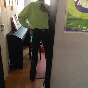 Neongrön tröja från Bershka❣️ Superskön och bra kvalitet. Den  är lite oversized på mig som  är en xs så den borde passa S och m också. Fraktar eller möts i Stockholm💚