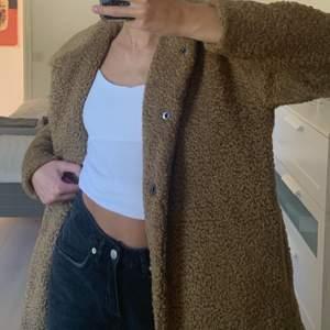 Världens skönaste kappa som passar till allt🤎 använd ett fåtal gånger