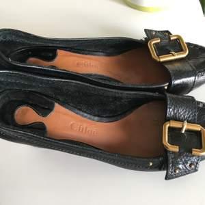 CHLOE' lyx skor made in Italy i stl 39. Klack mått är 8cm. Sparsamt använd.