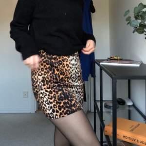 Leopardkjol från NA-KD som bara är använd 2 gånger runt halloween, perfekt till utklädnad eller vardags 😋