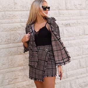 Matchande blazer och kjol använda endast en gång. Storlek 34. Paketpris 300kr för båda.