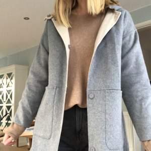 Kort kappa från Zara med luva! Storlek S!