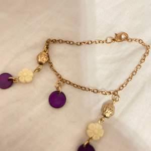 Ett fint armband helt handgjort och oanvänt, finns matchande örhängen kontakta för bilder)) köp gärna! (Frakt 12kr)
