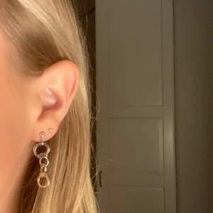 Säljer hanklov örhängen, super fina❤️❤️