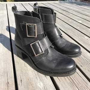 Fresh amerikanska Frye boots i Dam 42. Fin läder och knappt använda.