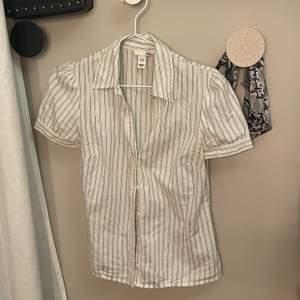 Jättefin skjorta från hm. Köpt på second hand. Använd 2 gånger.